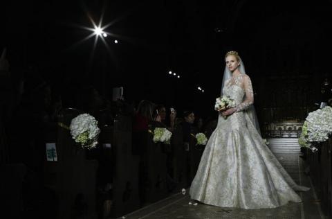 Firma española presenta colección especial para novias en Nueva York
