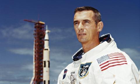 Muere Eugene Cernan, el último hombre que pisó la Luna