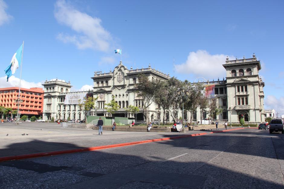 Cerrarán paso vehicular en la Plaza de la Constitución esta tarde