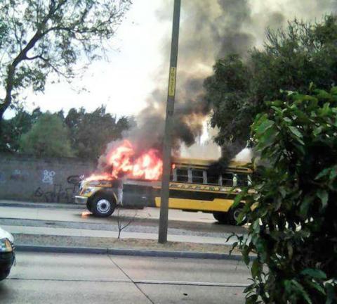 Video: Autobús de Villa Nueva se incendió en Avenida Petapa