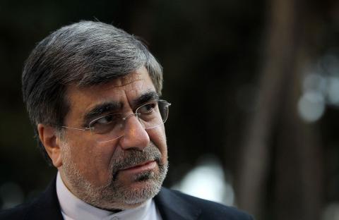 El ministro de Cultura Irani quiere remover la prohibición de las redes sociales