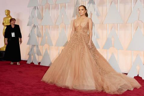 Guerra de escotes y vestidos en la alfombra roja de los Premios Oscar
