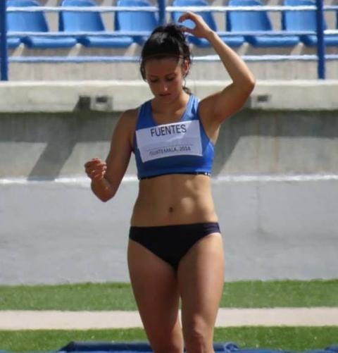 Atleta 502 gana oro, rompe récord y enamora en Juegos Universitarios