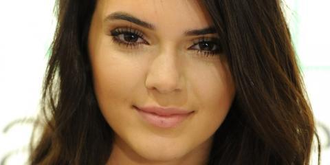 La blusa transparente de Kendall Jenner deja poco a la imaginación