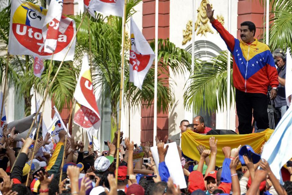 "Maduro estrena ""poderes"" con leyes anti crisis económica"