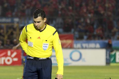 Fedefut sanciona al árbitro Mario Escobar, pero le da su gafete FIFA