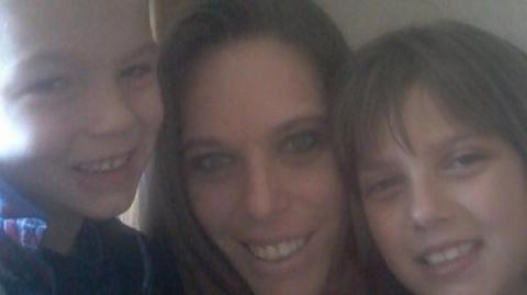 """Madre confesó que """"disfrutaba"""" ver cómo violaban a sus hijos"""