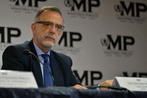 Emiten alerta roja en Interpol por estas siete personas