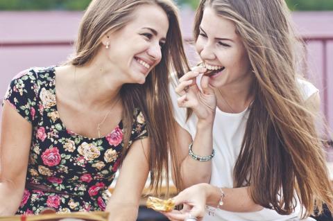 Existe diferencia entre la amistad de hombres y mujeres, dice estudio