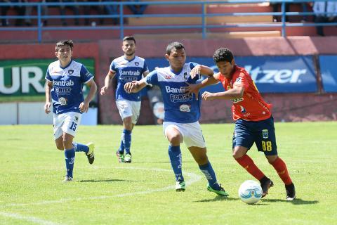 El gol de Pedro Altán que dejó sin cadera a los defensas venados