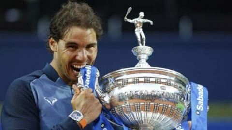 Nadal supera a Nishikori y reconquista Barcelona
