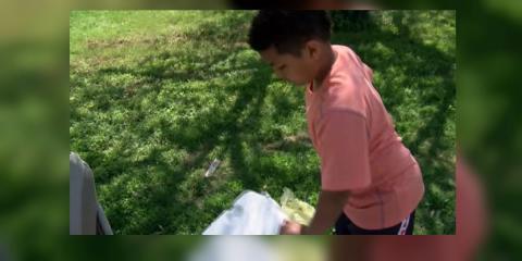 Niño de 9 años vende limonadas para pagar los trámites de su adopción