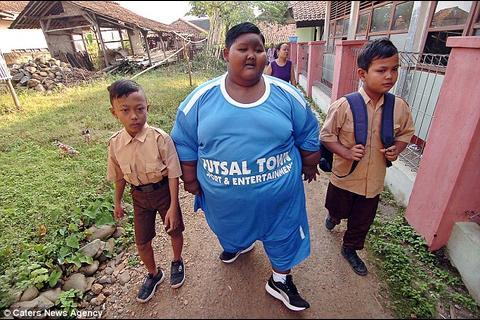El niño más gordo del mundo es puesto a dieta para volver a la escuela