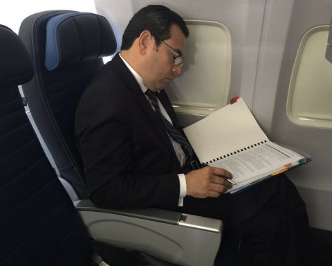 Lo que nos cuestan a los guatemaltecos los viajes de Jimmy Morales