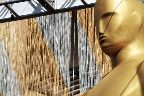 La estatuilla de los Óscar recupera su diseño original