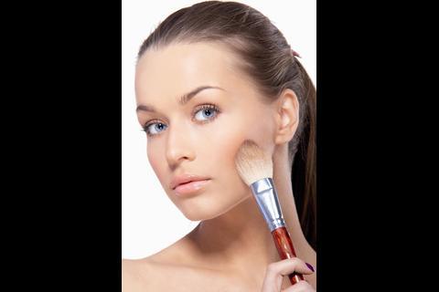 Para qué sirven los polvos en el maquillaje