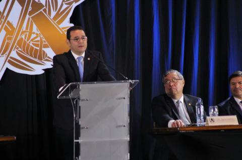 Jimmy Morales se quejó y lloró al concluir un discurso