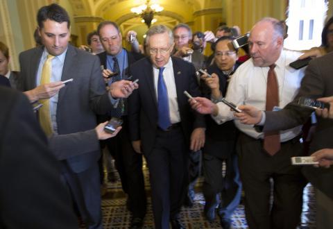 El senado de EE.UU. votó para reabrir el gobierno e incrementar el límite de la deuda