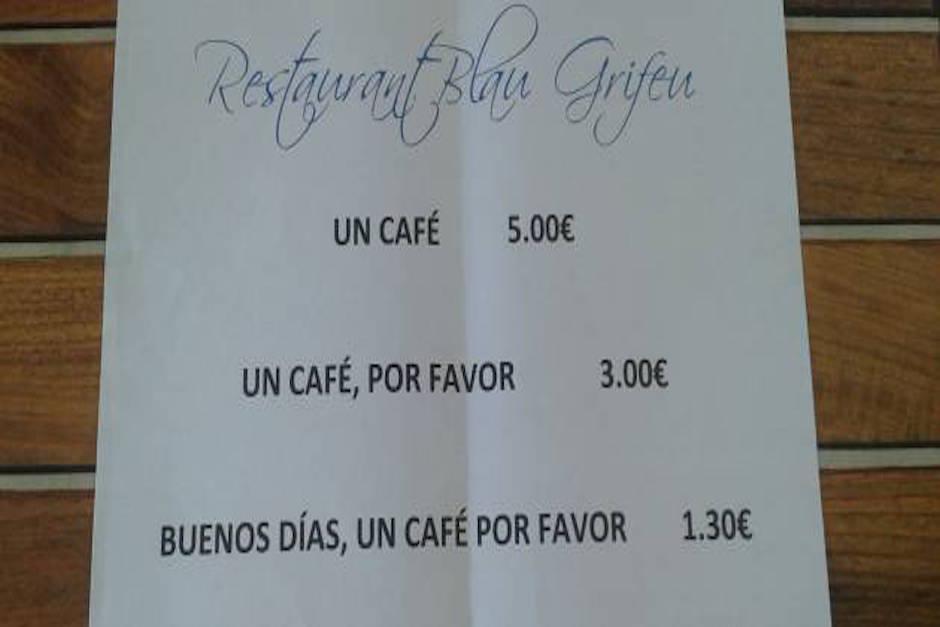 Restaurante vende el café más barato, a cambio de una buena educación