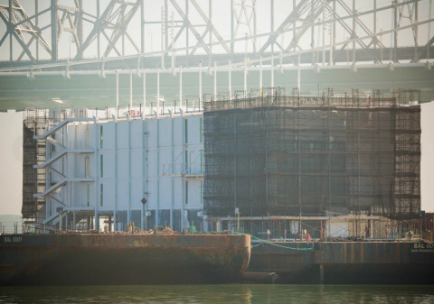 Google instala una misteriosa barcaza en la bahía de San Francisco