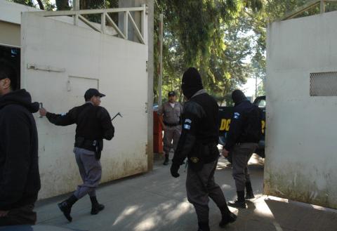 Reos de cárcel Fraijanes I se amotinan durante requisa