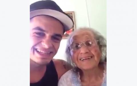Un nieto comparte tiempo con su abuela y su baile conquista las redes