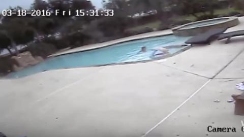 Niña de cinco años rescata a su madre de morir ahogada en una piscina