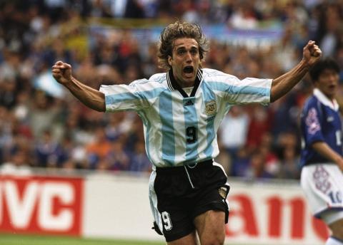 Batistuta, el último argentino en levantar un trofeo de Copa América