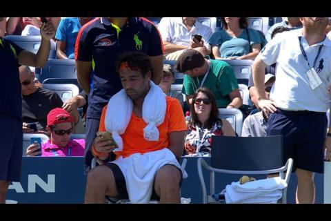 Un tenista le manda un mensaje a su esposa en pleno partido