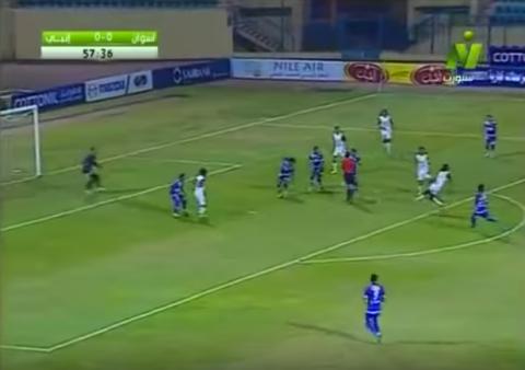 Lo que faltaba por ver este año: ¡un árbitro metió gol sin querer!