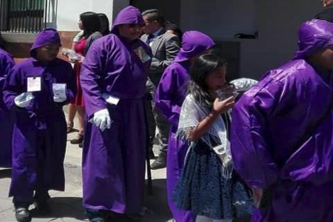 El noble gesto de una iglesia evangélica con cucuruchos de Jocotenango