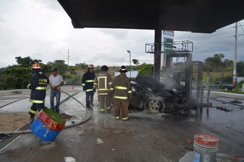 Video muestra un incendio de una gasolinera en Jutiapa