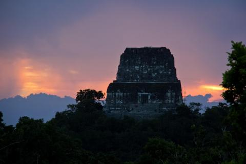 Arqueólogos descubren en Petén información inédita sobre los mayas