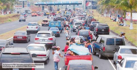 Comienza éxodo de vacacionistas: tráfico se complica
