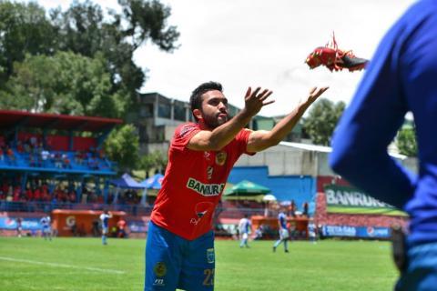 Carlos Kamiani regalará zapatos por cada gol que anote en el Torneo