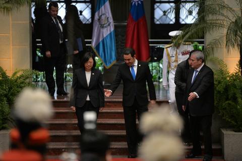 Jimmy pide a presidenta de Taiwán que terminen carretera al Atlántico