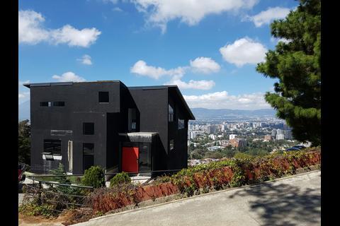 La casa que JC Monzón no terminó de construir ahora es de la Senabed