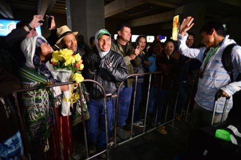 Erick Barrondo sorprende con un gran detalle a su regreso al país