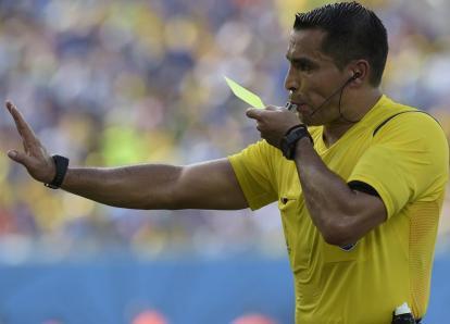 El árbitro que no vio el mordisco de Suárez dirigirá en semifinales