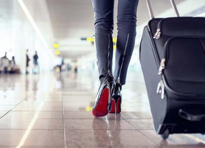 Este es el peor error de los viajeros antes de abordar un avión