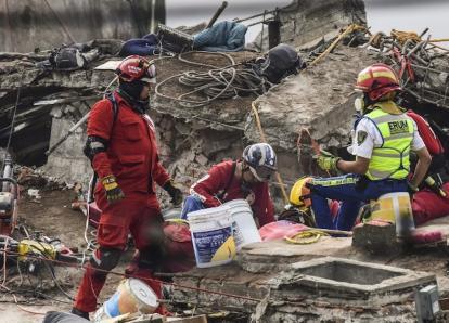 A 333 asciende el número de muertos por el terremoto en México