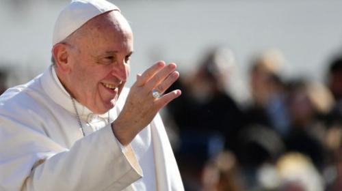 El papa Francisco analiza ordenar como sacerdotes a hombres casados