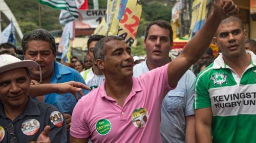 Exastro del fútbol Romario es elegido senador en Brasil