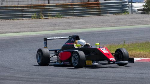 Ian Rodriguez, el joven piloto guatemalteco que debutó en Fórmula 4