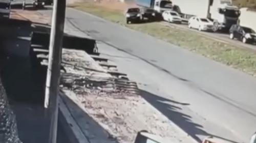 Camión desenfrenado embiste 20 vehículos en autopista de Brasil