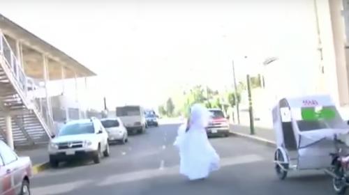 Una novia usa el metro para llegar a su boda y esto se hace viral