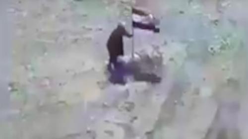 Graban el momento en que un misil cae sobre un terrorista en Mosul