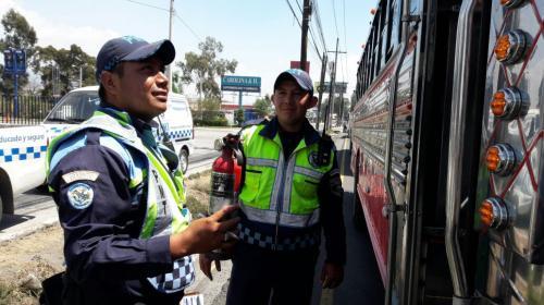 Piloto agrede a dos agentes de la PMT en Villa Nueva