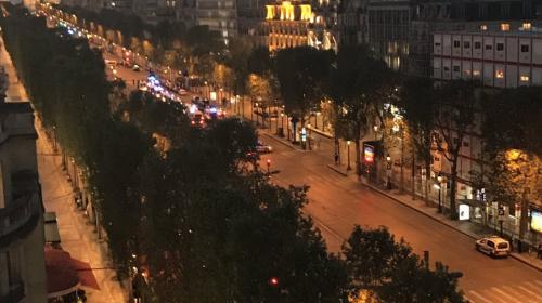 Ataque en París deja un policía muerto y otro herido
