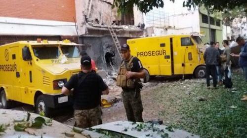 De película: una banda con arsenal militar robó millones en Paraguay